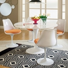 Lippa Saarinen 5 Piece Dining Set - Fiberglass Table, Plastic Chairs